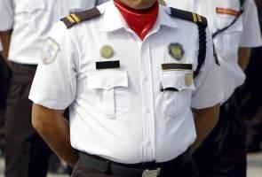 perut pengawal keselamatan yang tegap