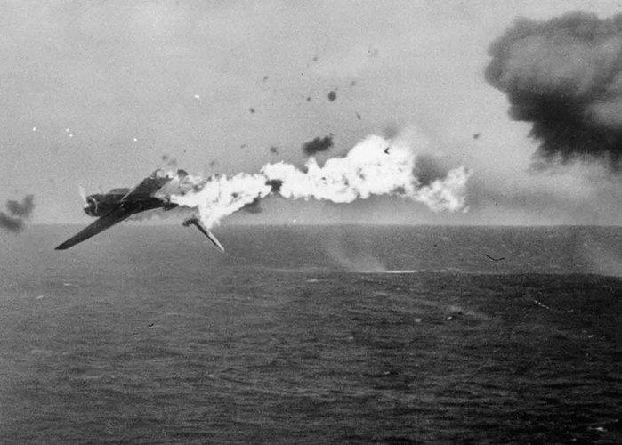 pesawat kamikaze jepun berjaya ditembak tentera as