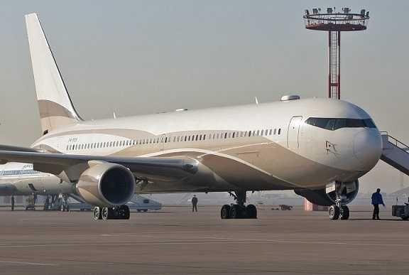 pesawat peribadi boeing 767 33a 2