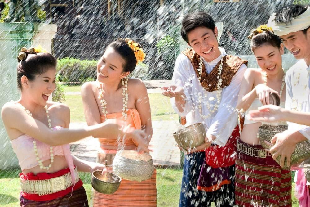 pesta sonkran di chiang mai