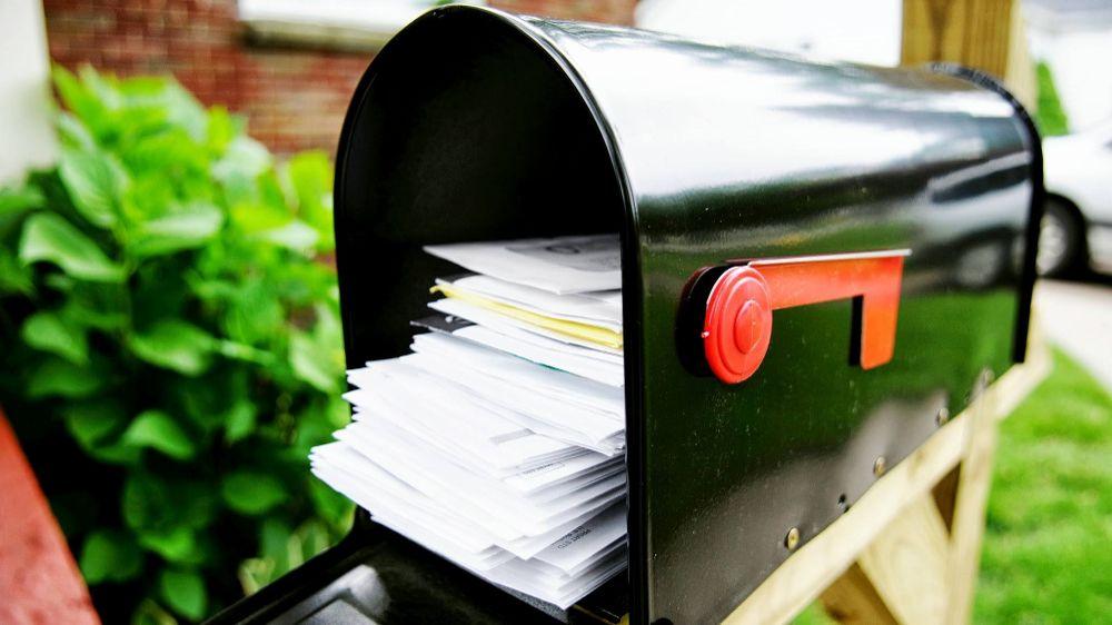 peti surat dibiarkan penuh memberi isyarat kepada pencuri