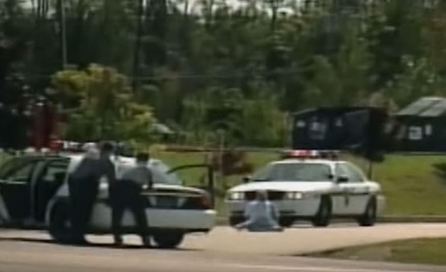 pihak polis sedang menunggu ketibaan skuad bom