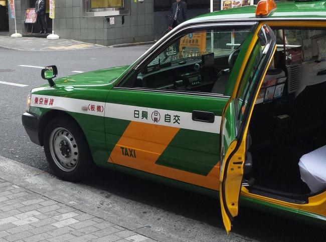 pintu teksi automatik