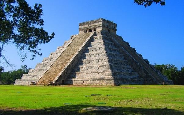 piramid mayan segitiga