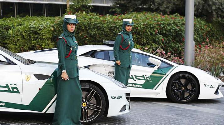 polis dubai menggunakan kereta sport 419