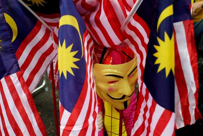 politik malaysia penjawat awam