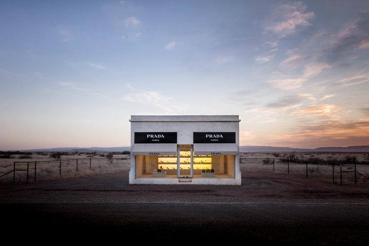prada marfa buti di tengah padang pasir texas
