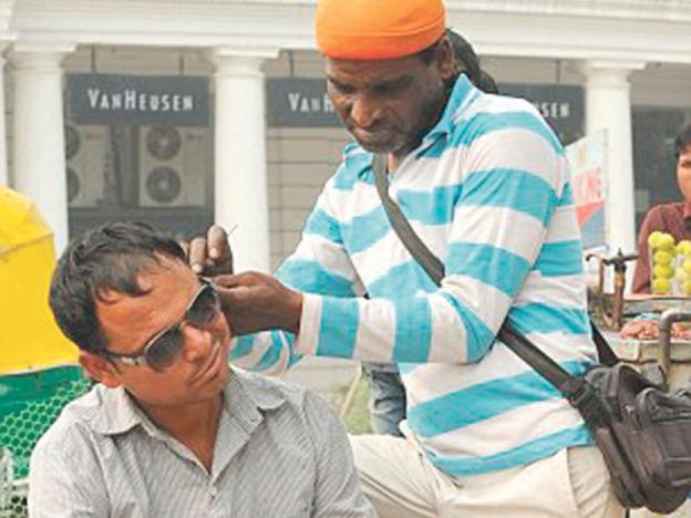 profesion pengorek telinga di india