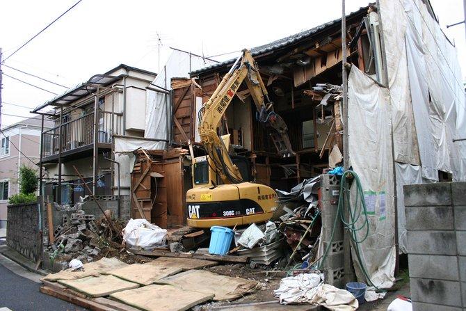 projek runtuh rumah di tokyo