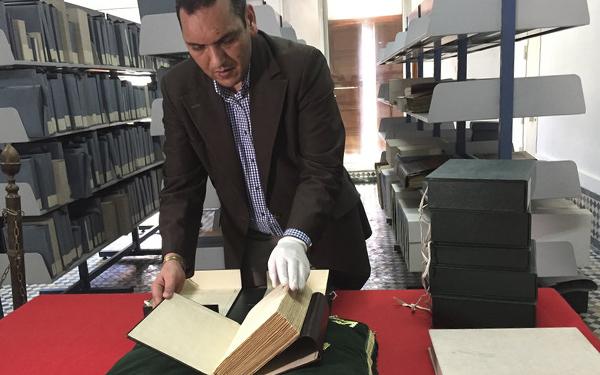 proses pemulihan buku dan manuskrip di perpustakaan tertua dunia 451