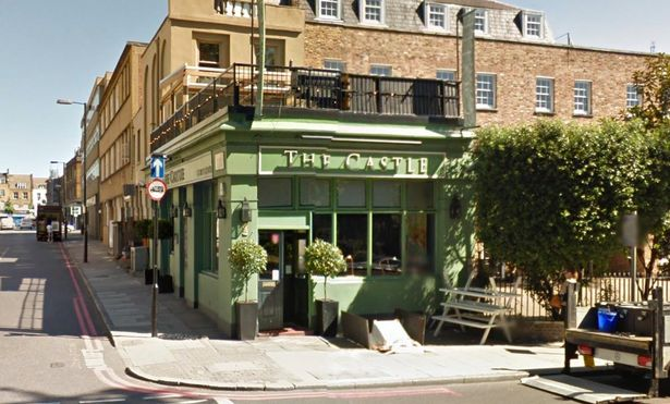 pub the castle yang menjadi tempat mereka merancang jenayah ini