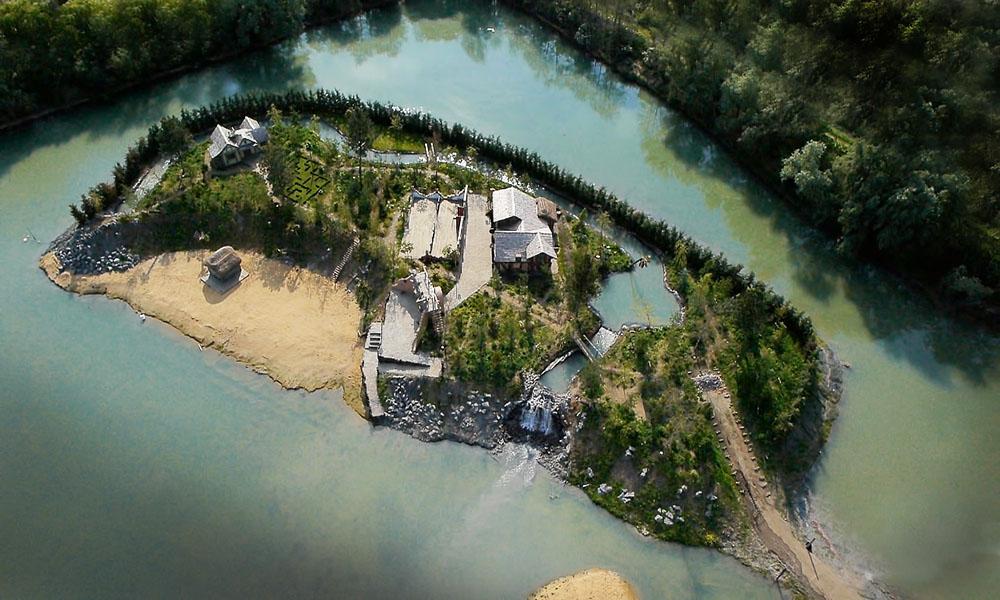 pulau challis dibina di tengah tasik
