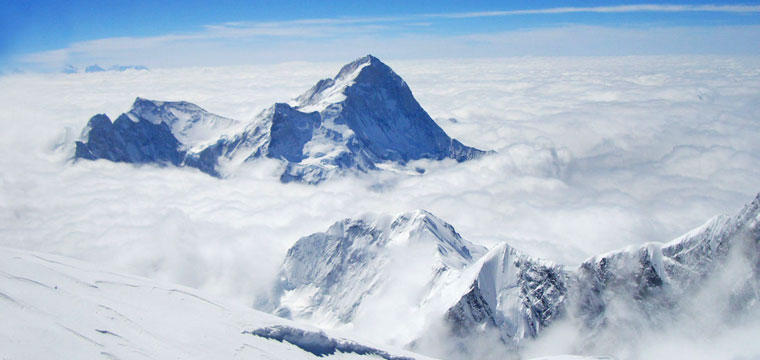 puncak gunung makalu