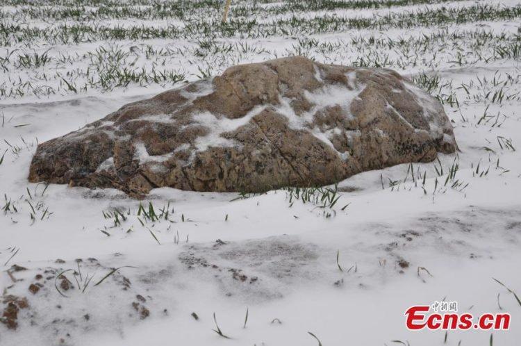puncak gunung terkecil di dunia jingshan ketika salji