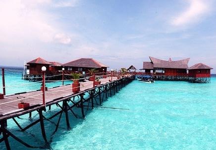 resort terapung seakan akan maldives di maratua paradise resort
