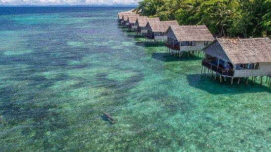 resort terapung seakan akan maldives di papua paradise resort