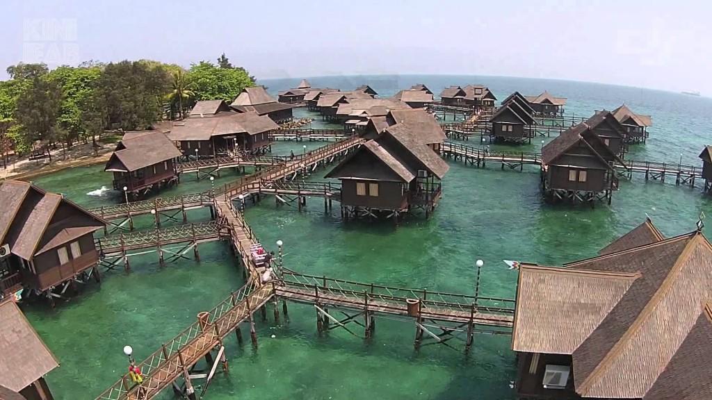 resort terapung seakan akan maldives di pulau ayer resort