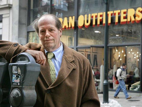richard haynes ceo urban outfitters tiada gaji