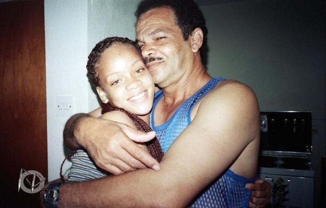 rihanna bersama ayahnya