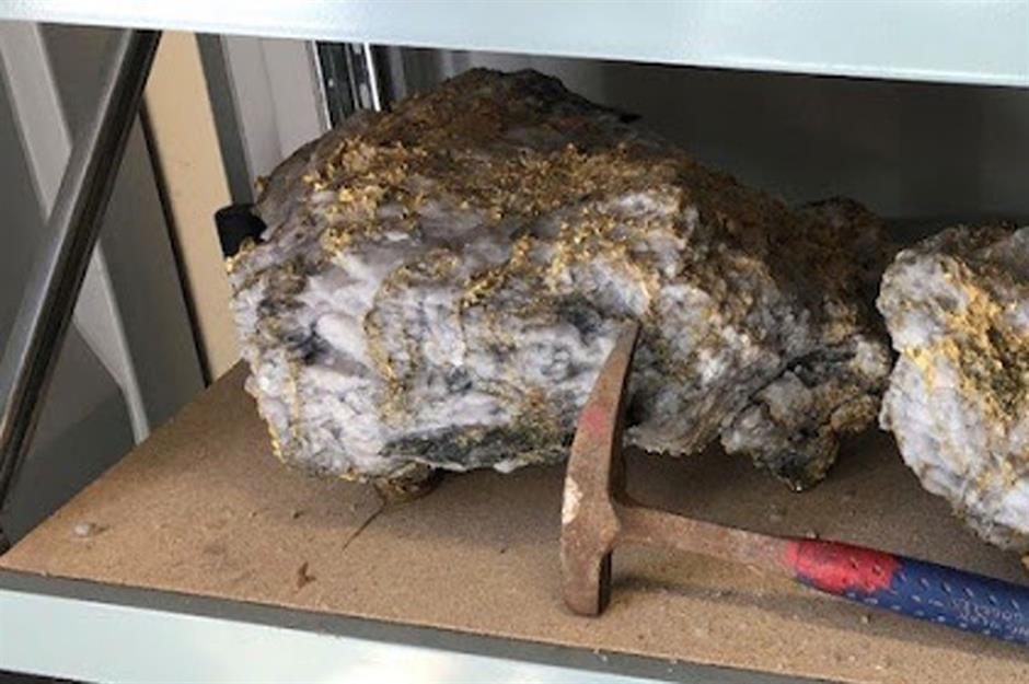 rnc minerals 2 nugget ketulan emas