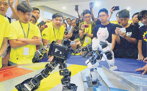 robot kecil bertarung