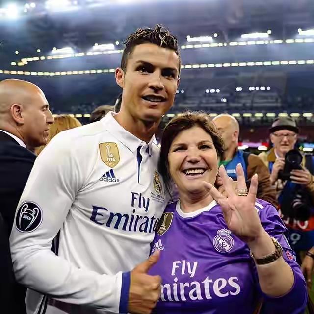 ronaldo bersama ibunya dolores