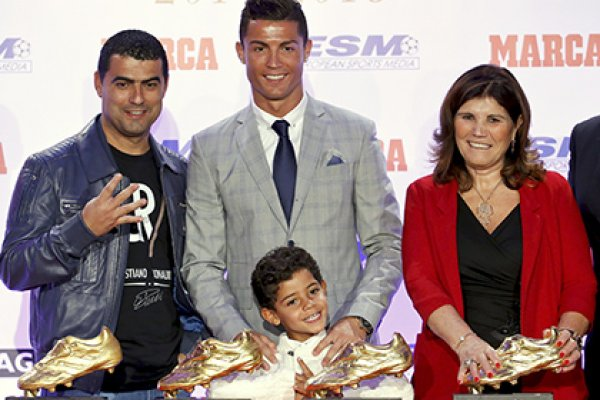 ronaldo bersama keluarganya