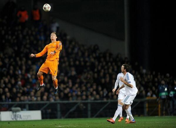 ronaldo lompatan tinggi