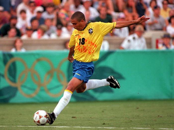 ronaldo menggunakan nama ronaldinho ketika beraksi di piala dunia 1998