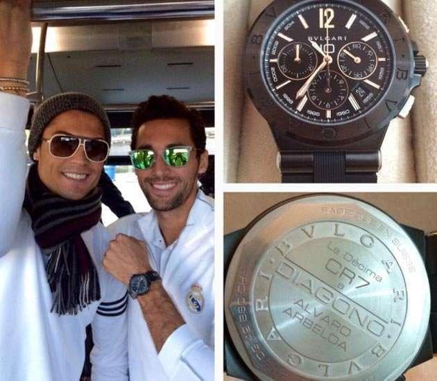 ronaldo menghadiahkan jam tangan kepada rakan sepasukan
