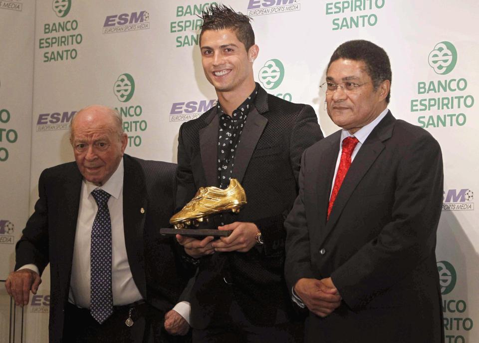 ronaldo menjual kasut emasnya di lelongan amal