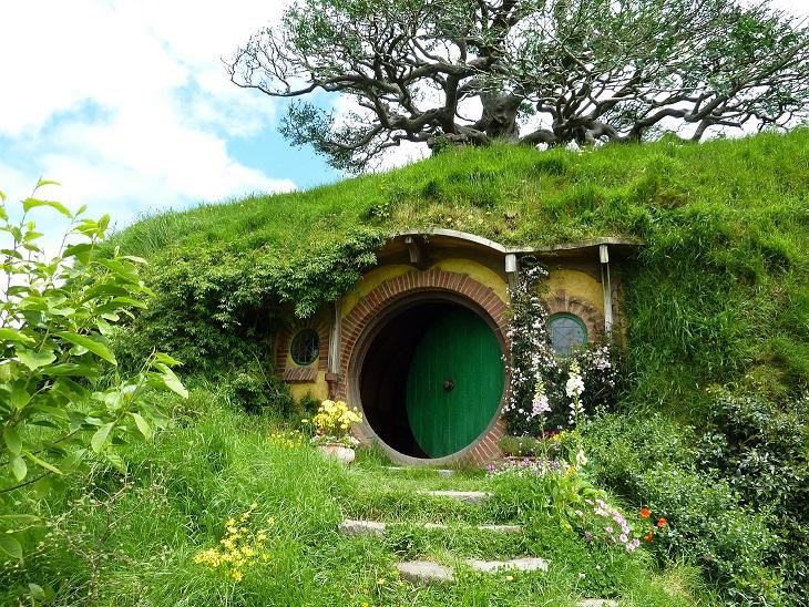 rumah hobbit lord of the ring bawah tanah 748