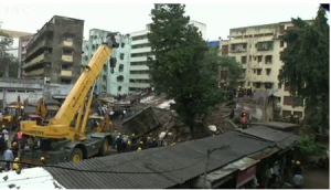 runtuhan bangunan kediaman di mumbai india