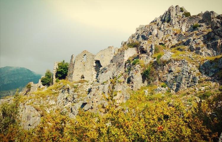 runtuhan chateau de rocca sparviera