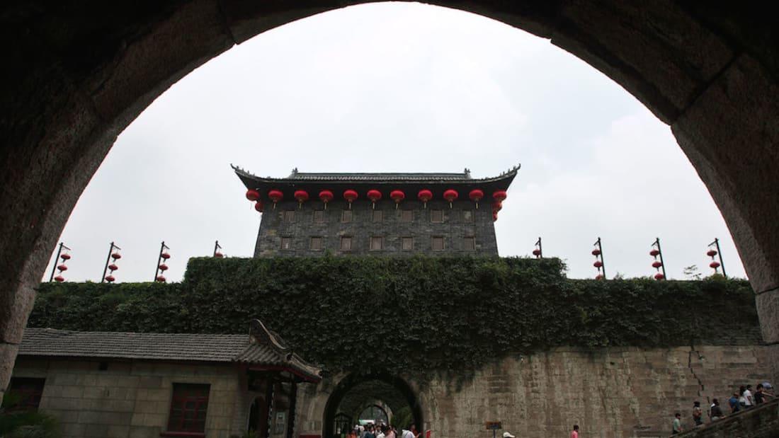 salah satu pintu yang mengawal tembok besar china nanjing