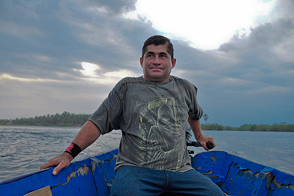 salvador alvarenga sesat di lautan selama 438 hari 5bu36