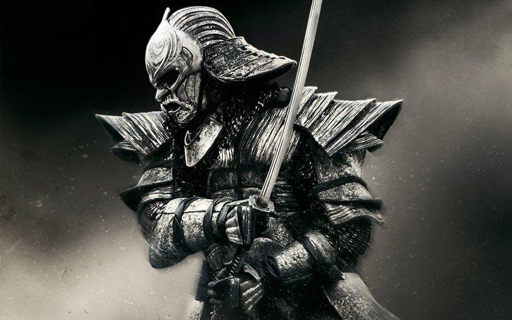 samurai jepun dengan pedangnya