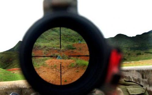 sasaran lebih mudah ditembak dengan bantuan crosshairs 564