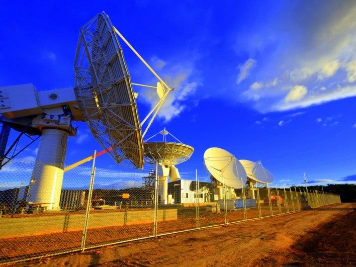 satelit di bumi
