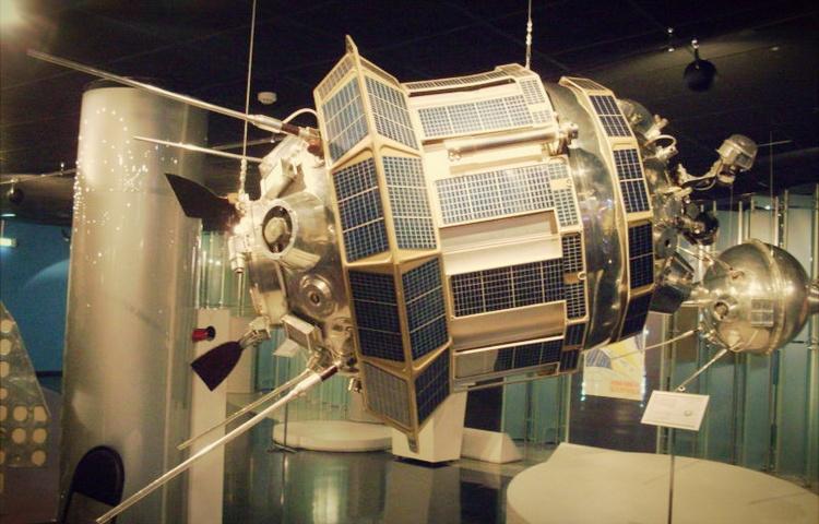 satelit lunik