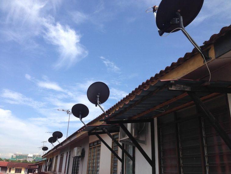 satelit televisyen di rumah