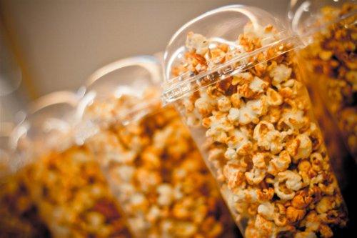 sejarah bagaimana popcorn menjadi makanan wajib menonton wayang 275