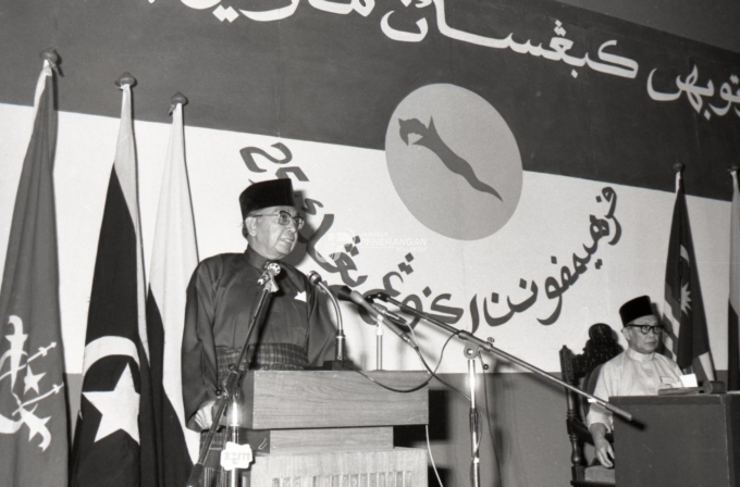 sejarah penubuhan umno tun abdul razak