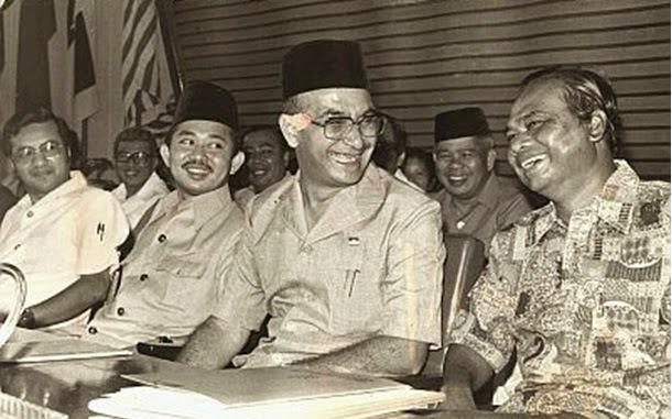 tun hussein onn Tun hussein onn was born on 12th february 1922 to johor's chief minister, dato' onn jaafar, and datin halimah hussein the johor bahru-born received his early education in singapore, and later at the english college in johor bahru.