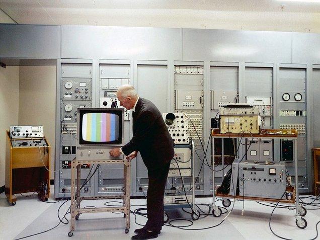 sejarah televisyen berwarna
