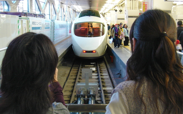 shinkansen fast bullet train