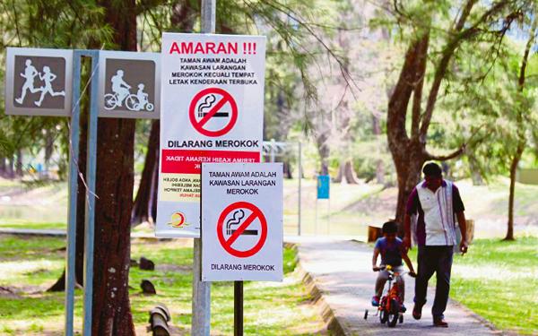 signboard amaran dilarang merokok taman permainan kanak kanak