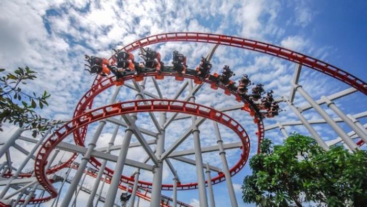 sky scream mempunyai campuran pusingan dan lengkok 360 darjah yang boleh memeningkan