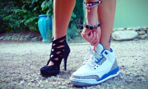sneakers lebih baik daripada kasut tumit tinggi