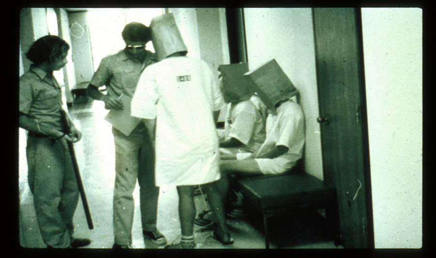 stanford prison experiment beg pada muka